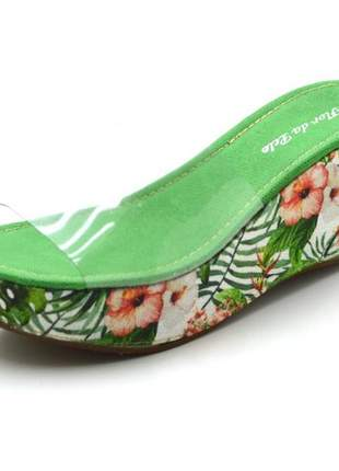 Sandália tamanco anabela com transparência e floral verde