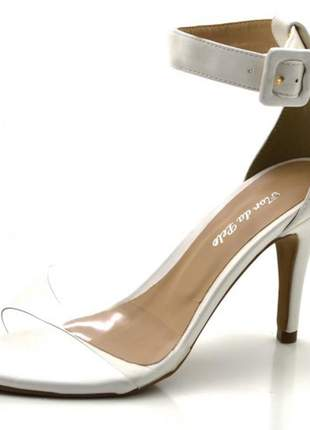 Sandália salto alto branca com tira larga e fivela