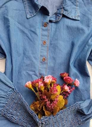 Camisa social feminina jeans poá , lavagem clara, manga longa em lastex, gola tradicional.