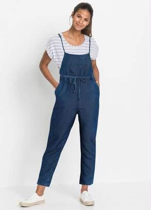 Jardineira feminina jeans de alcinhas azul escuro