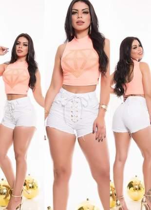 Shorts branco curto cintura alta com lycra ilhós