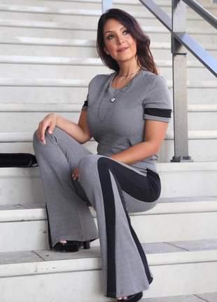 Conjunto de calça flare e blusa modelo luxo