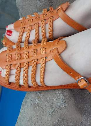 Sandália artesanal em couro trançada laranja