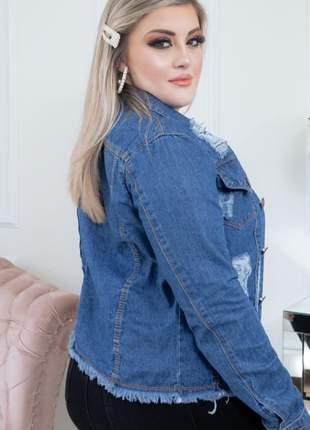 Jaqueta jeans feminina com detalhes rasgados manga longa