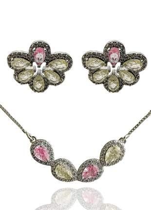 Conjunto de brinco e colar meia flor com pedras rosas