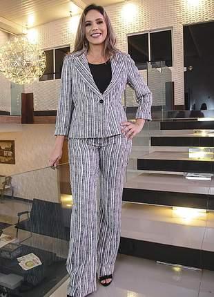 Conjunto alfaiataria feminino, blazer cinturado e calça, tam: 40 a 48, cor rajado bco/pto