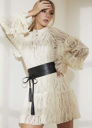 Mini vestido de renda arabesco com cinto offwhite