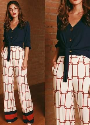 Calça pantalona em viscose .com zíper na lateral. tam.42