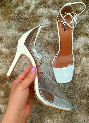 Sandália branca com vinil quadrado e amarração