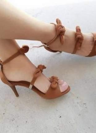 Sandália zhaceci salto alto laço marrom