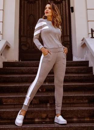 Conjunto calça skinny e blusa com zíper