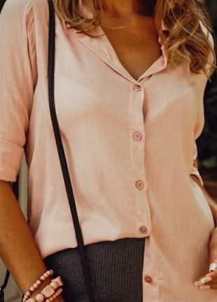 Camisa branca de botão em viscose, manga longa com martingale