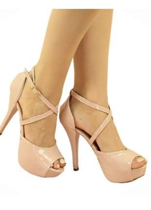 Sandália meia pata salto fino verniz