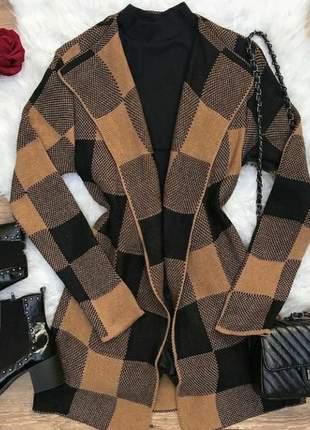 Cardigan lindo modelo quadradinho ideal para o friozinho