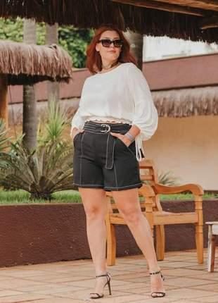 Shorts plus size com cinto