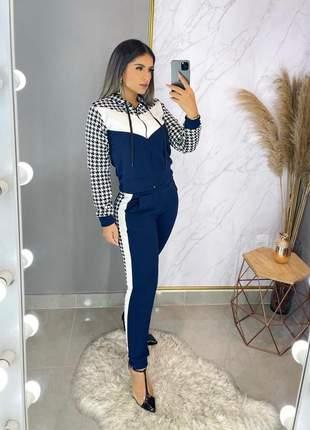 Conjunto blusa e calça com touca