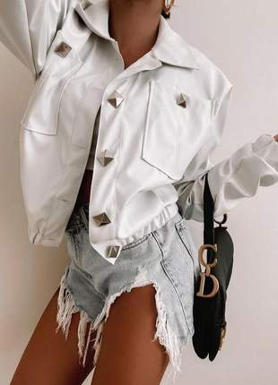 Jaqueta feminina couro falso com botões