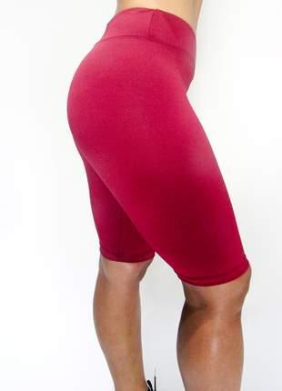 Bermuda fitness modeladora com cintura alta bordô