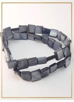 Pulseira bracelete confeccionada com madrepérolas em fio silicone alta resistência cinza