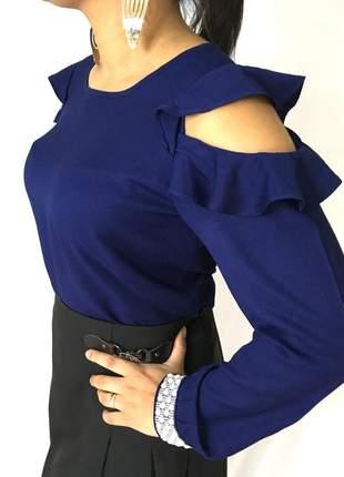 Blusa azul marinho com abertura no ombro