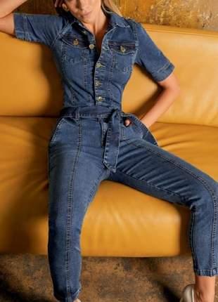 Macacão jeans com cinto. tamanho 40