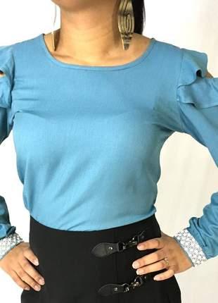 Blusa jeans com abertura no ombro