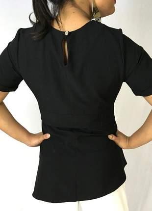 Blusa preta manga curta e laço