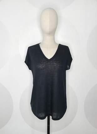 Camiseta decote v preta