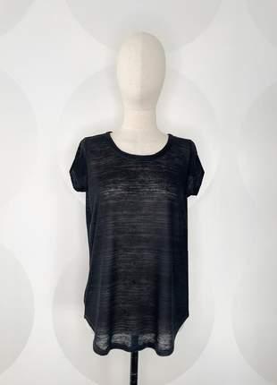 Camiseta de botões nas costas preta