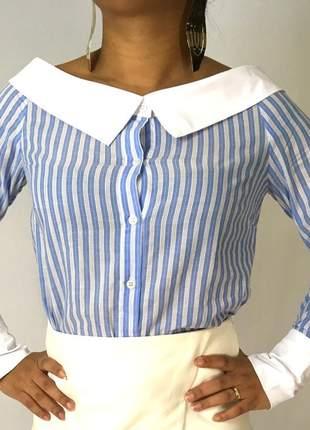 Camisa listrada ombro a ombro