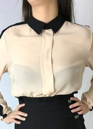 Camisa social bege com gola preta