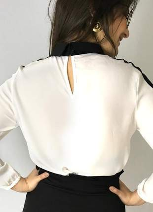 Camisa social branca com gola preta