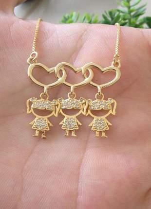 Colar dia das mães coração pingente três meninas folheado a ouro