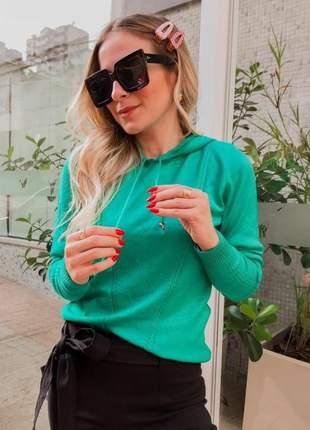 Blusa com capuz em tricot