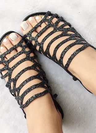 Sandalia rasteira gloss fun store tiras preta em glitter