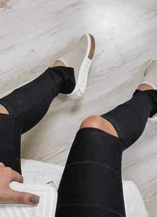 Calça bandagem com rasgo no joelho