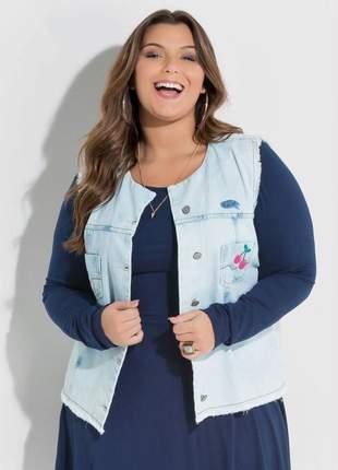 Colete jeans com aplique plus size