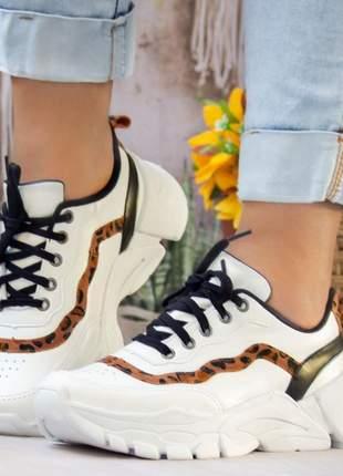 Tênis sneaker feminino casual branco e onça
