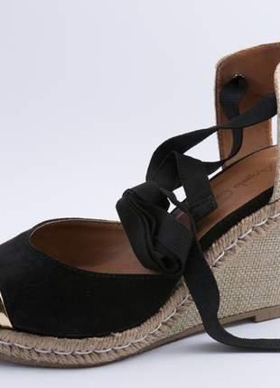 Sandália anabela preta com dourado plataforma