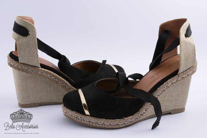 eb2538f16 Sandália anabela preta com dourado plataforma - R$ 159.90 (com tiras ...