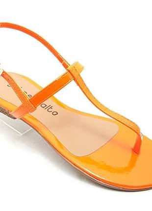 Sandália rasteira sobressalto verniz laranja neon