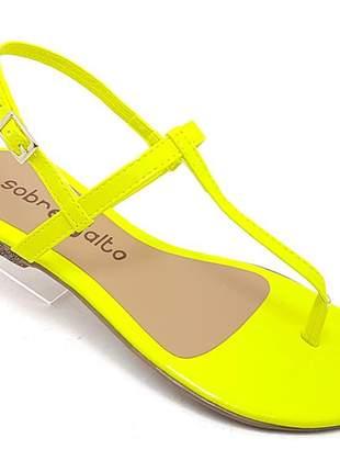 Sandália rasteira sobressalto verniz amarelo neon