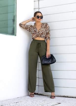 Calça pantalona cintura alta corte reto tecido viscose