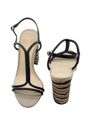 Sandália couro salto médio animal print tiras preta arezzo