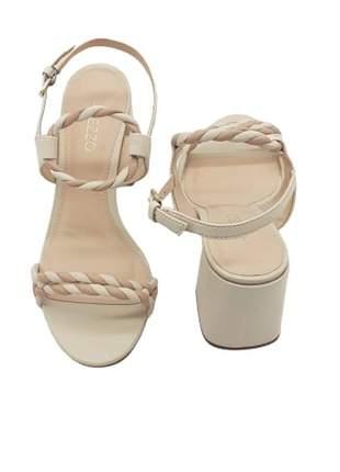 Sandália de couro salto médio arezzo