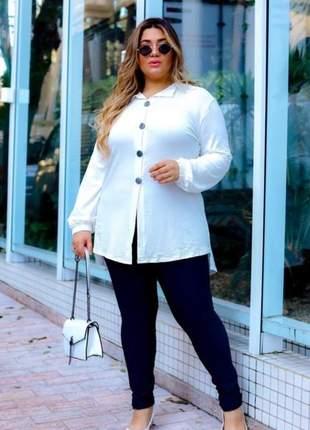 Camisa manga longa com botões plus size