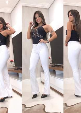 Calça jeans flare branca com lycra