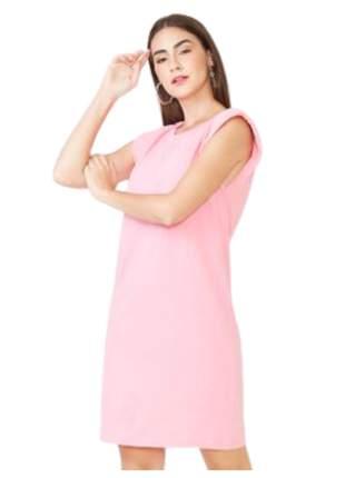 Vestido blogueira curto com ombreiras rosa chiclete