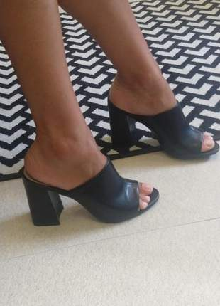 Sandalia feminina mule preta de salto grosso via uno