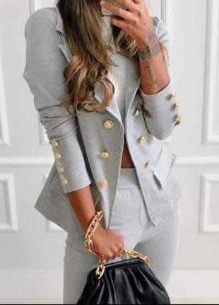 Conjunto calça com blazer manga com botoes dourados lançamento